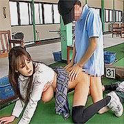 ゴルフ練習場でズボッ